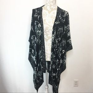 Soft Surroundings Kimono Black & White OS 1143